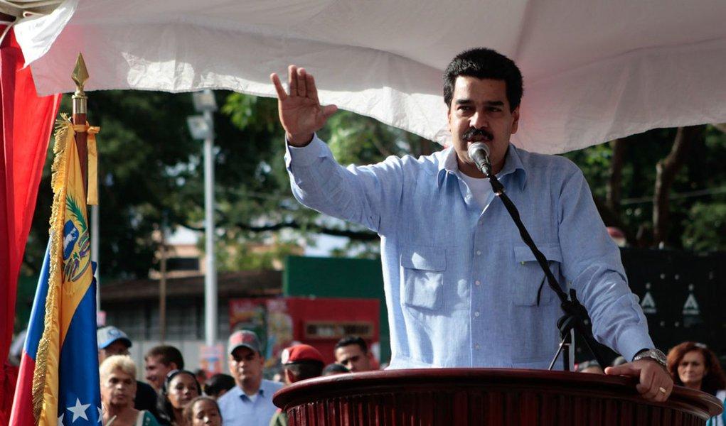 Chávez recebe ministros para reunião em hospital