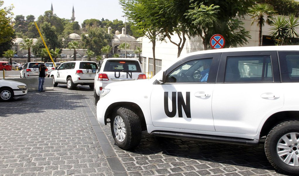 United Nations (U.N.) vehicles transport a team of U.N. chemical weapons experts to the scene of a poison gas attack outside the Syrian capital last week, in Damascus August 26, 2013. The experts dressed in blue U.N. body armour, left in a six-car convoy,