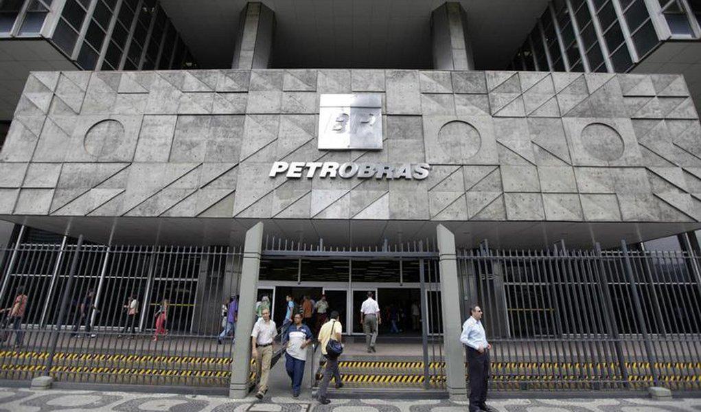 Petrobras prevê autossuficiência em petróleo em 2014