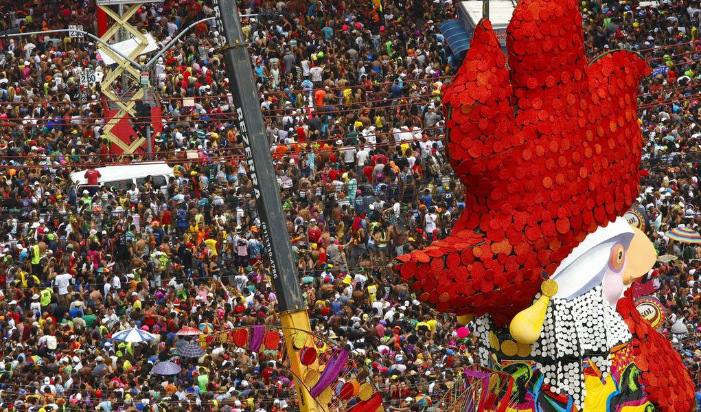 Artistas agendam protesto por calotes no Carnaval