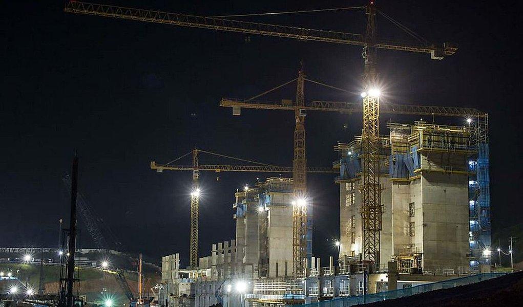 Guindaste gigante vai erguer teto da arena Corinthians