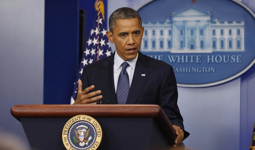 U.S. President Barack Obama speaks to the press about the economy in the White House Press Briefing Room in Washington, June 8, 2012.  REUTERS/Larry Downing    (UNITED STATES - Tags: POLITICS)