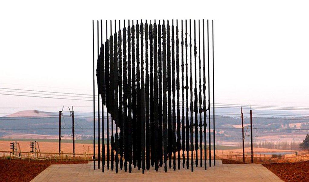 Monumento dedicado a Mandela é inaugurado