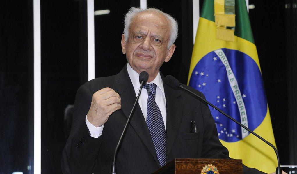 Simon elogia STF por 'mensalão' e critica CPI do Cachoeira