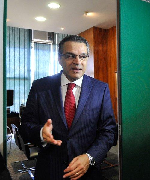 Henrique Alves envia ao STF esclarecimento sobre PEC