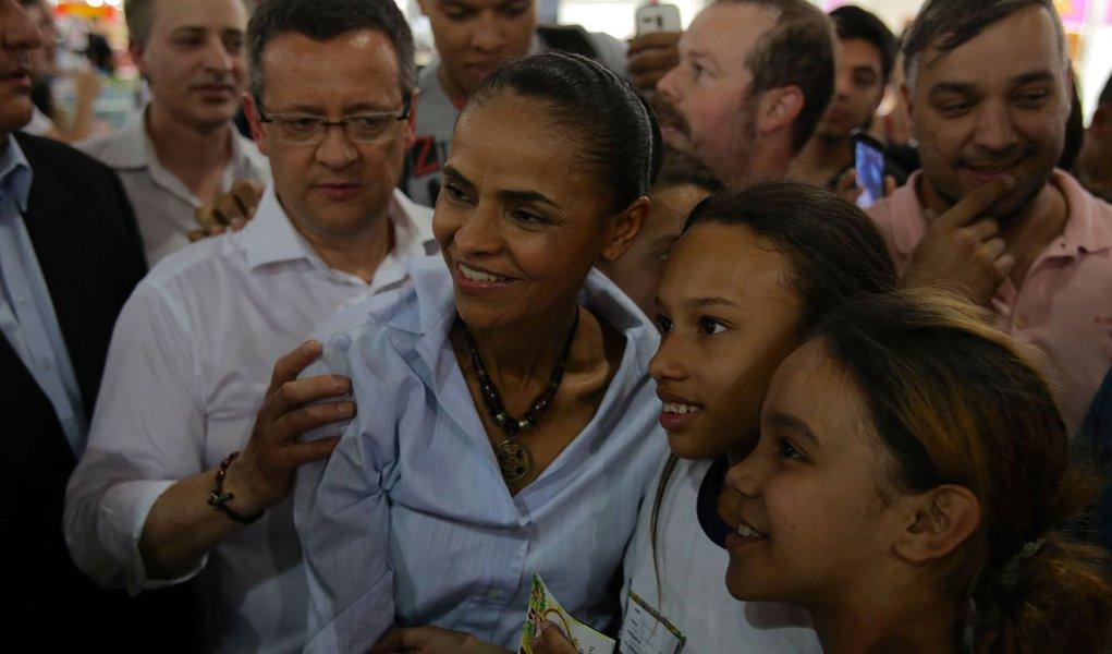 Marina Silva visita a Bienal do Livro de São Paulo.
