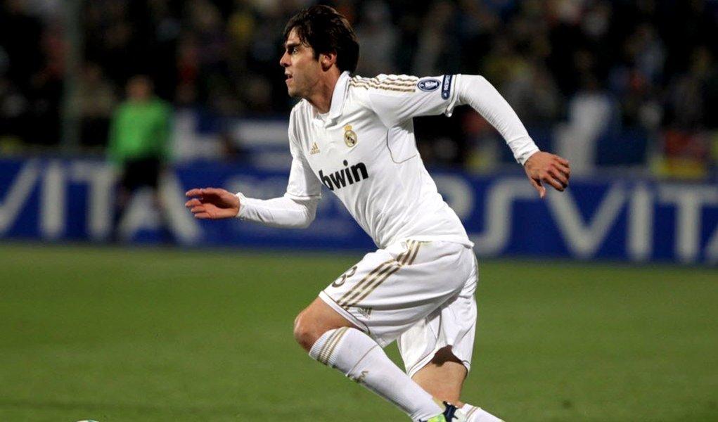 Milan tenta ter Kaká por empréstimo
