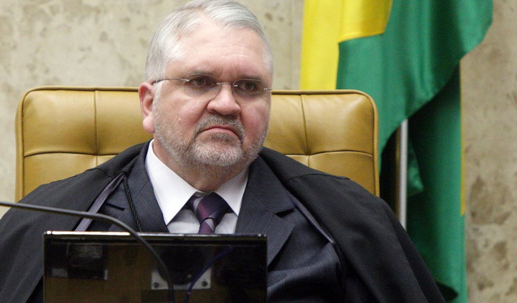 Gurgel aprova 'fatiamento' no STF para Peluso votar