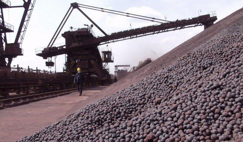 Minério de ferro: volumes em alta, preços em baixa