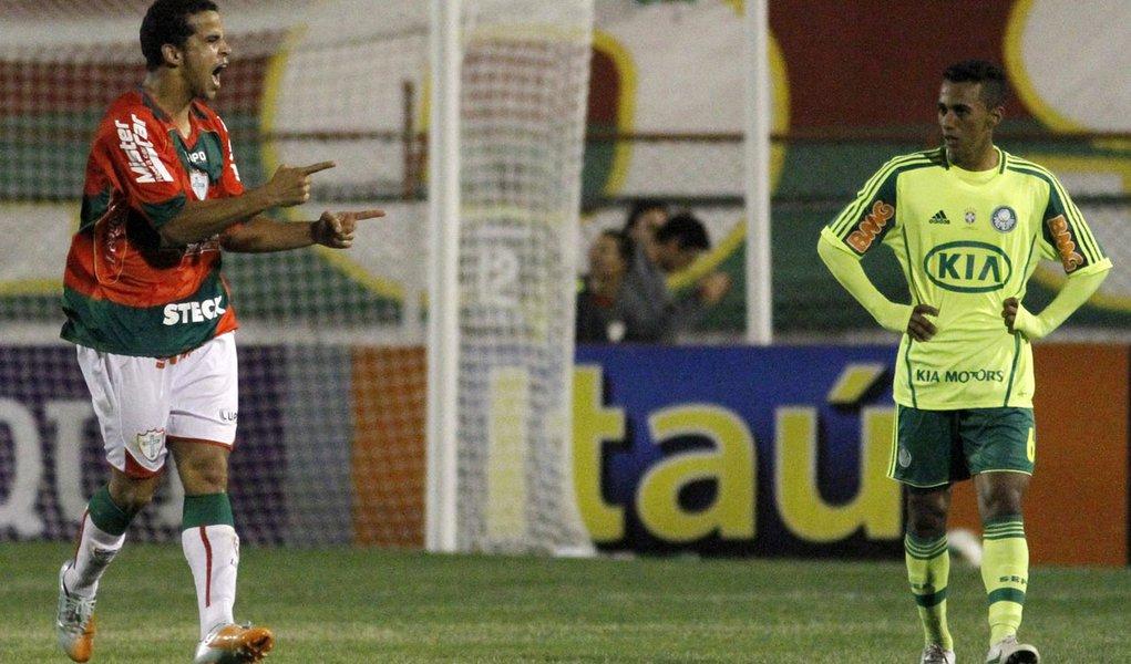 Palmeiras perde da Lusa e segue na degola