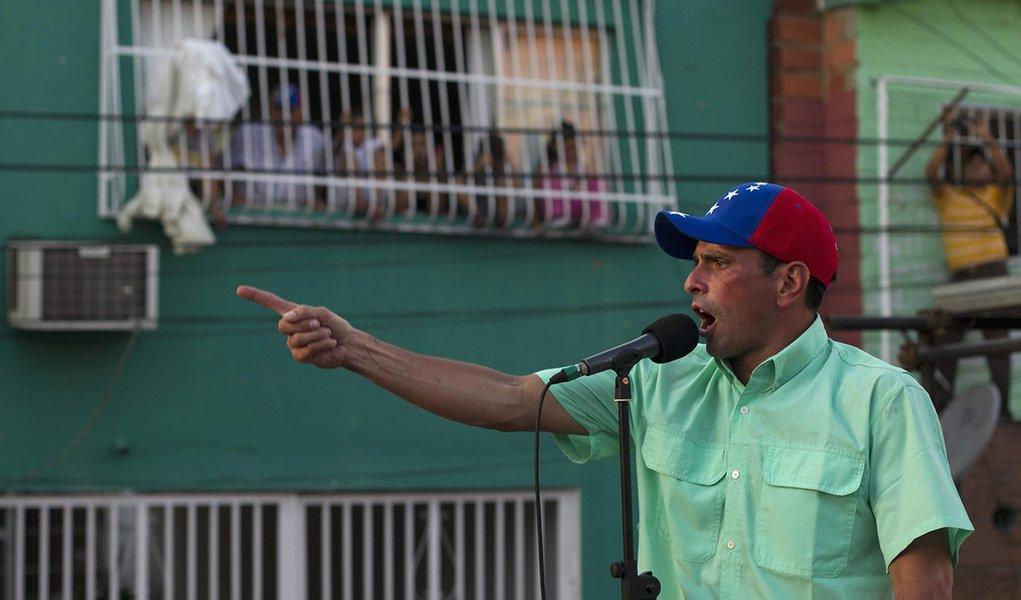 Capriles ironiza herdeiro de Chávez na Venezuela