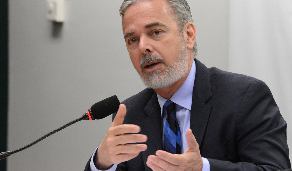 Brasília - O ministro das Relações Exteriores, Antonio Patriota, defendeu hoje (22) a investigação independente das denúncias de uso de armas químicas na Síria. Segundo ele, é necessário, porém, ter cautela para apontar os responsáveis. Patriota disse que