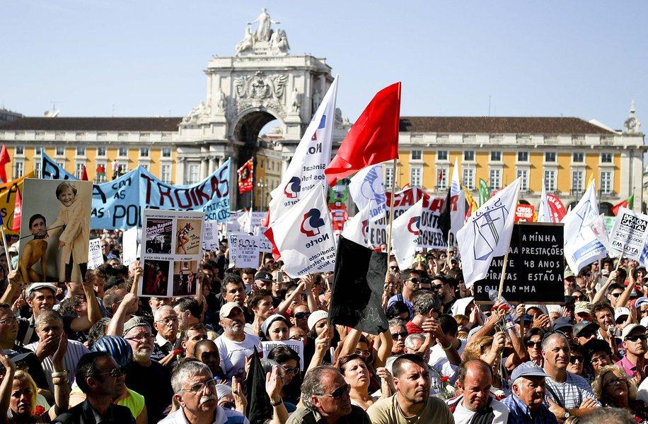 Portugueses querem demissão do primeiro-ministro