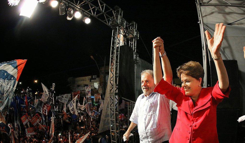 Foto: Ricardo Stuckert/ Instituto Lula 10/09/2014- Belém- PA, Brasil- Dilma Rousseff e o ex-presidente Lula, durante comício na capital do Pará.  http://fotospublicas.com/eleicoes-2014/dilma-rousseff-e-lula-durante-comicio-com-angela-mendes-em-belem-pa