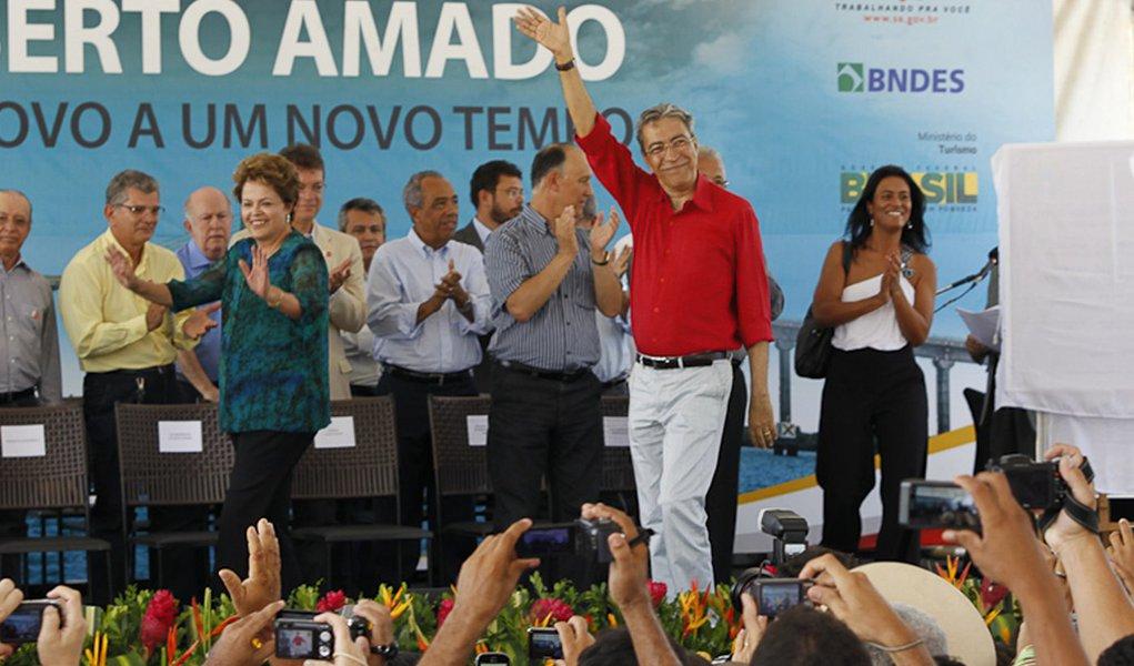 Ao lado de Dilma, Déda diz que baianos enxergam mal