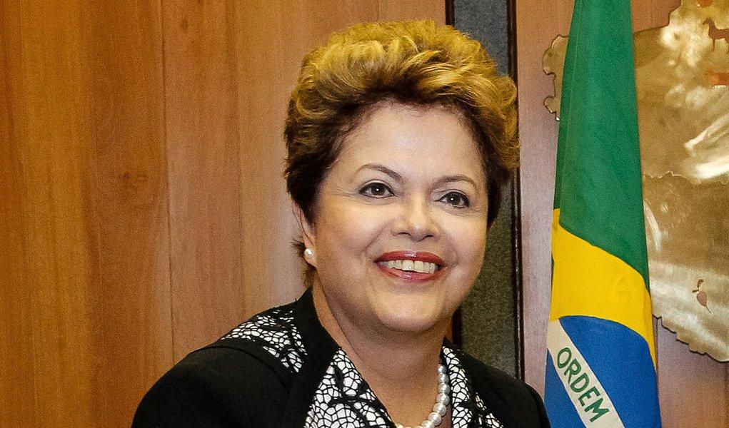 Dilma vai à posse de Maduro, na Venezuela