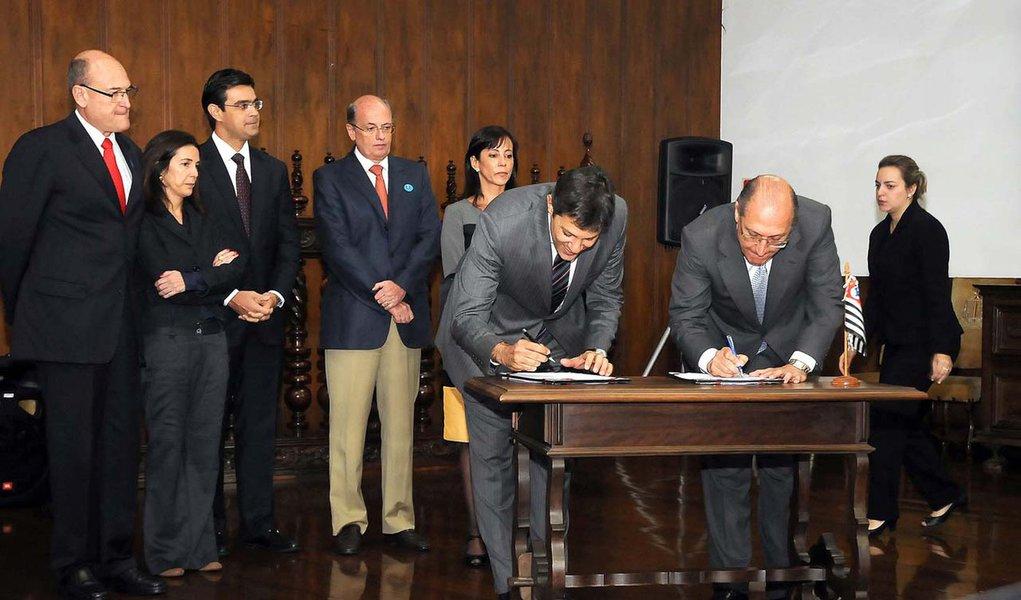 Alckmin e Haddad fazem paz em meio à guerra PT-PSDB