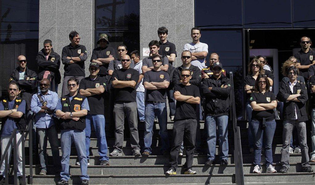Policiais federais em greve fazem novo protesto em SP