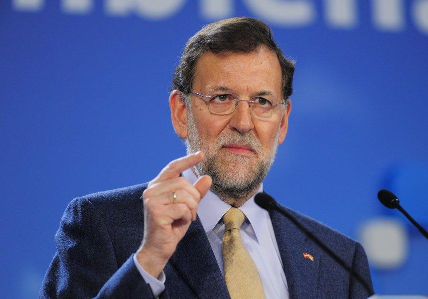 Premiê da Espanha dissolve governo da Catalunha