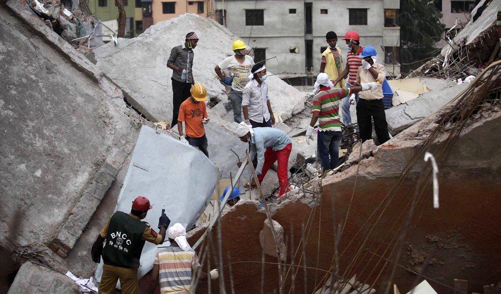 Desabamento: Mortos em Bangladesh passam de 400