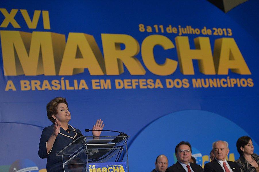 Dilma anuncia repasse de R$3 bi aos municípios