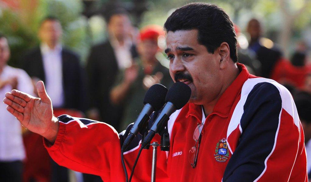 Maduro anuncia que visitará Chávez em Cuba