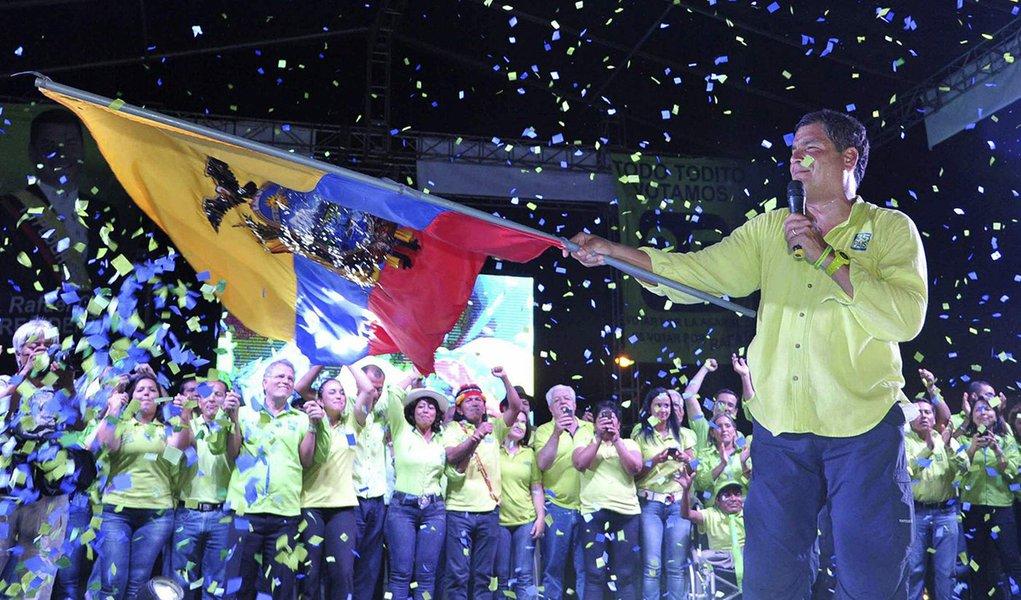 """Rossi: referendo pode tirar Correa, o """"Lula do Equador"""", das próximas eleições"""