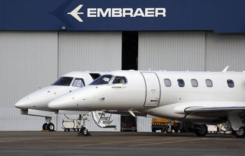 Metalúrgicos dizem que 300 foram demitidos da Embraer e querem veto a Boeing