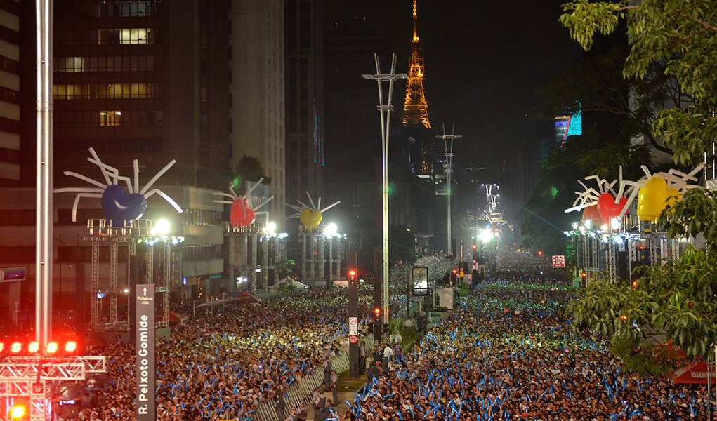 Dois milhões celebram 2013 na Avenida Paulista