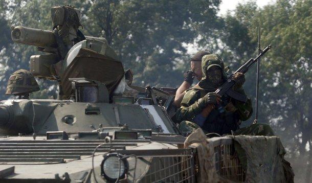 Soldados ucranianos em veículo blindado perto da cidade de Nikishinom na região de Donetsk. 04/08/2014  REUTERS/Sergei Karpukhin