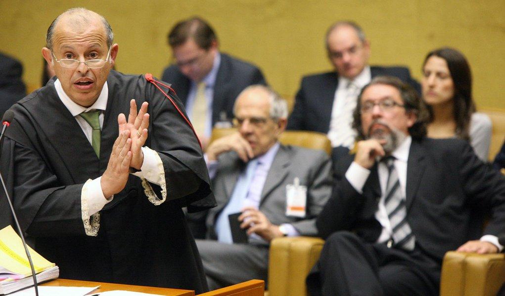 """Advogado: voto do revisor """"lavou a alma"""" de João Paulo Cunha"""