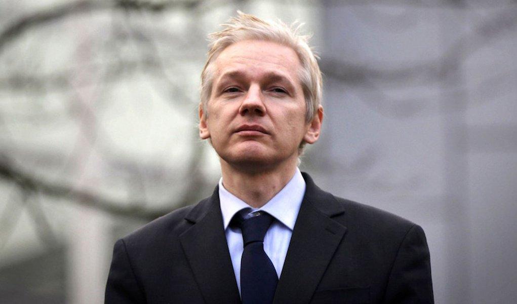 Equador corta internet de fundador do Wikileaks, mas reafirma asilo