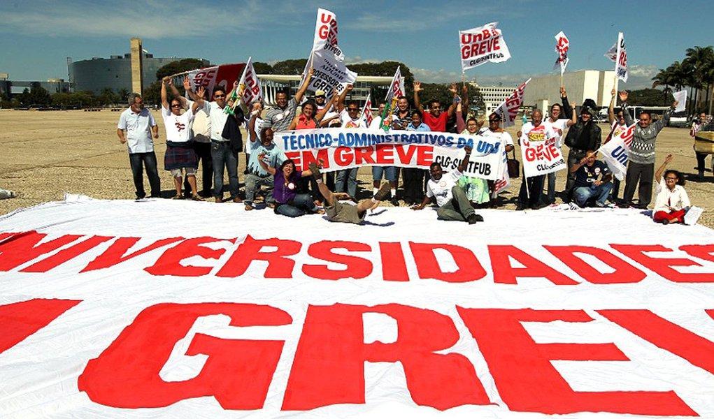 Professores fazem contraproposta ao governo