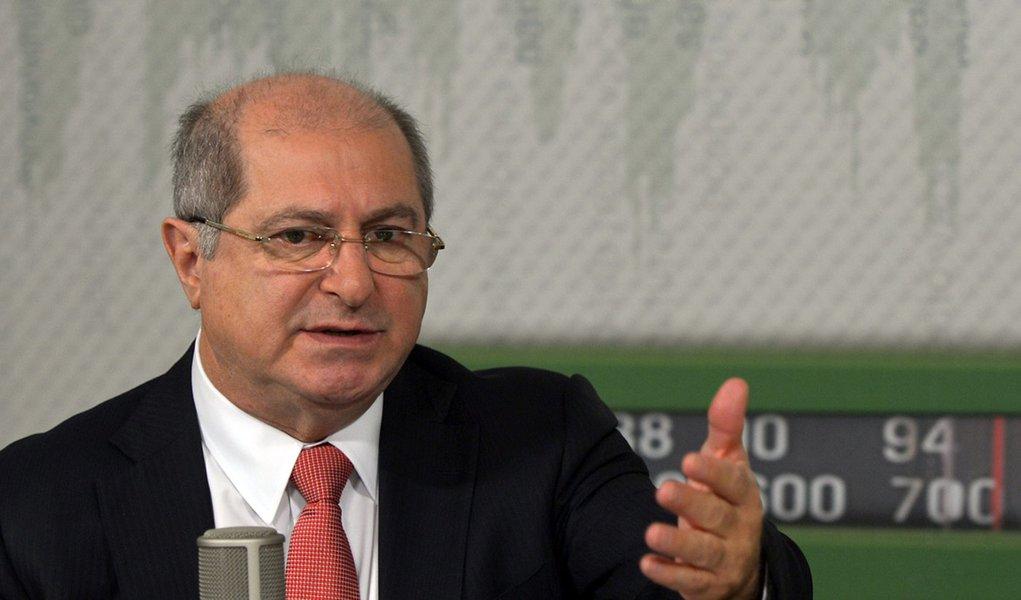 Brasilia - O ministro das Comunicações, Paulo Bernardo, é o convidado do programa Bom Dia Ministro. Ele vai falar sobre medidas para preservar o sigilo das comunicações pela internet, segunda etapa do programa Cidades Digitais e crescimento da internet mó