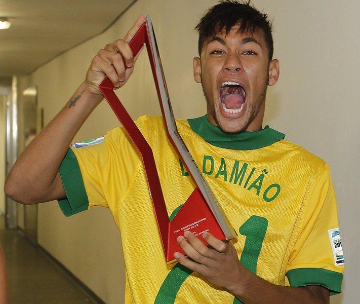 Neymar passa por cirurgia para retirar amígdala
