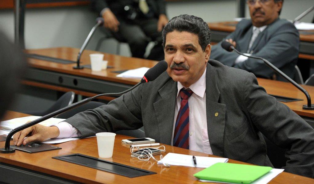 Pela reforma, João Paulo quer suspender recesso