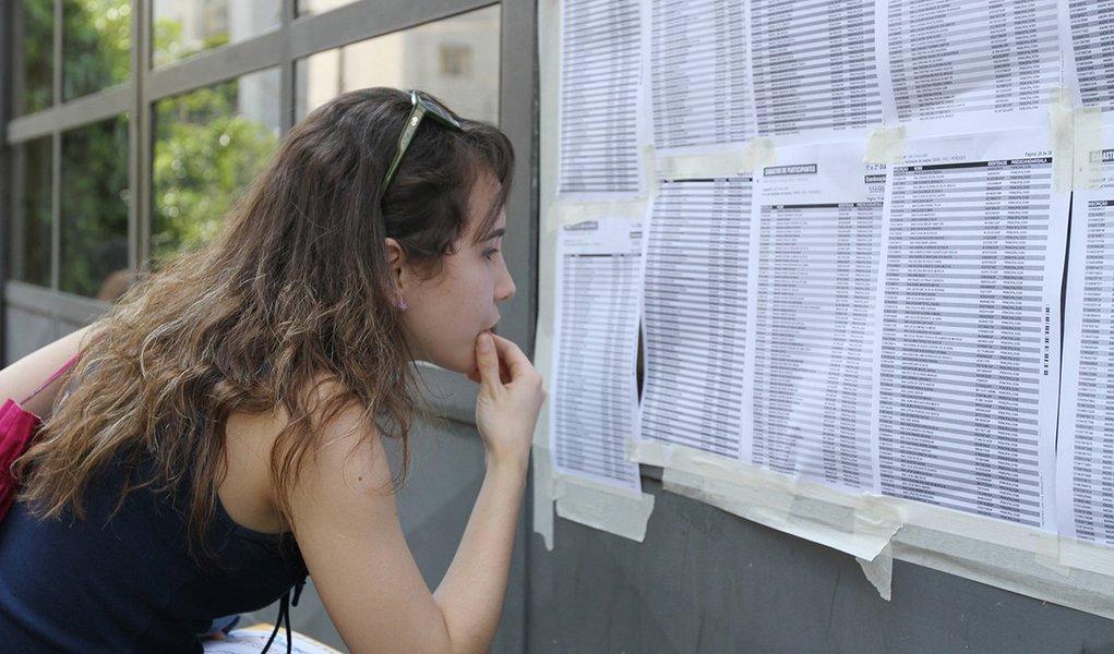 SÃO PAULO, SP, 26.10.2013: ENEM 2013/SP - Estudantes no primeiro dia de provas do Exame Nacional do Ensino Médio (Enem) 2013, neste sábado, na PUC-SP. (Foto Marcelo D'Sants/Frame/Folhapress)