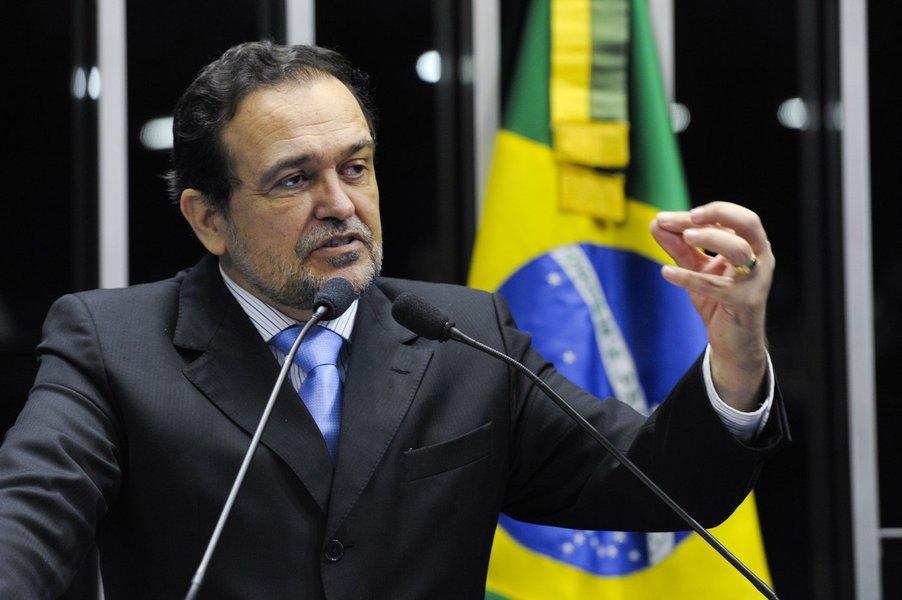 O Congresso Nacional realiza sess�o solene para comemorar o centen�rio de nascimento do escritor Jorge Amado.   Em discurso na tribuna do plen�rio do Senado Federal, senador Walter Pinheiro (PT-BA).