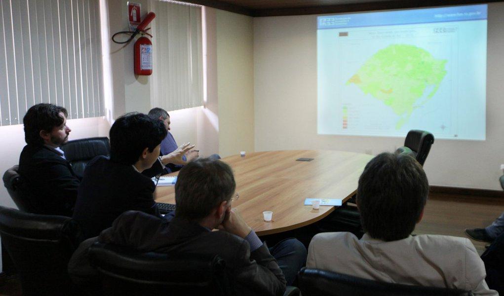 PORTO ALEGRE, RS, BRASIL 17.12.14: A Fundação de Economia e Estatística (FEE) reúne a imprensa para divulgar o Índice de Desenvolvimento Socioeconômico (Idese) dos municípios, dos Coredes e do Estado do Rio Grande do Sul referentes aos anos de 2011 e 2012