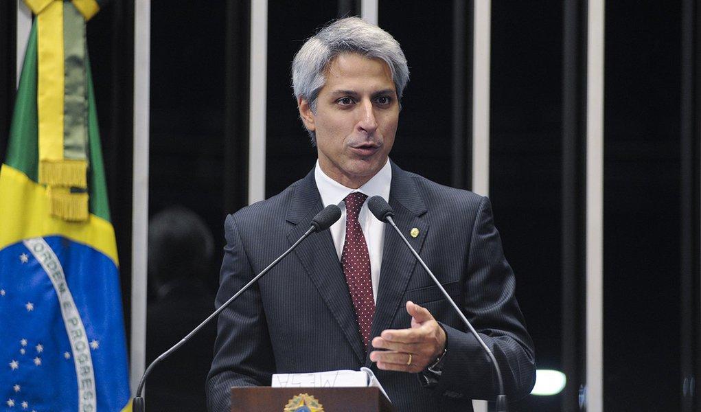 Sessão solene em comemoração aos 190 anos do Parlamento brasileiro.  Em discurso na tribuna do plenário do Senado, Deputado Alessandro Molon (PT-RJ)