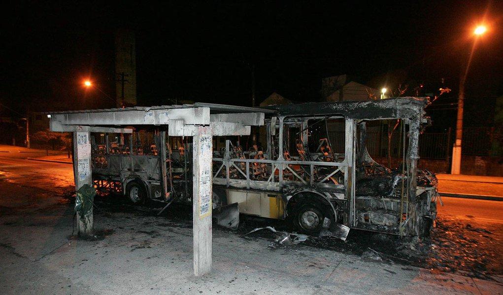 Mais um ônibus é incendiado em São Paulo