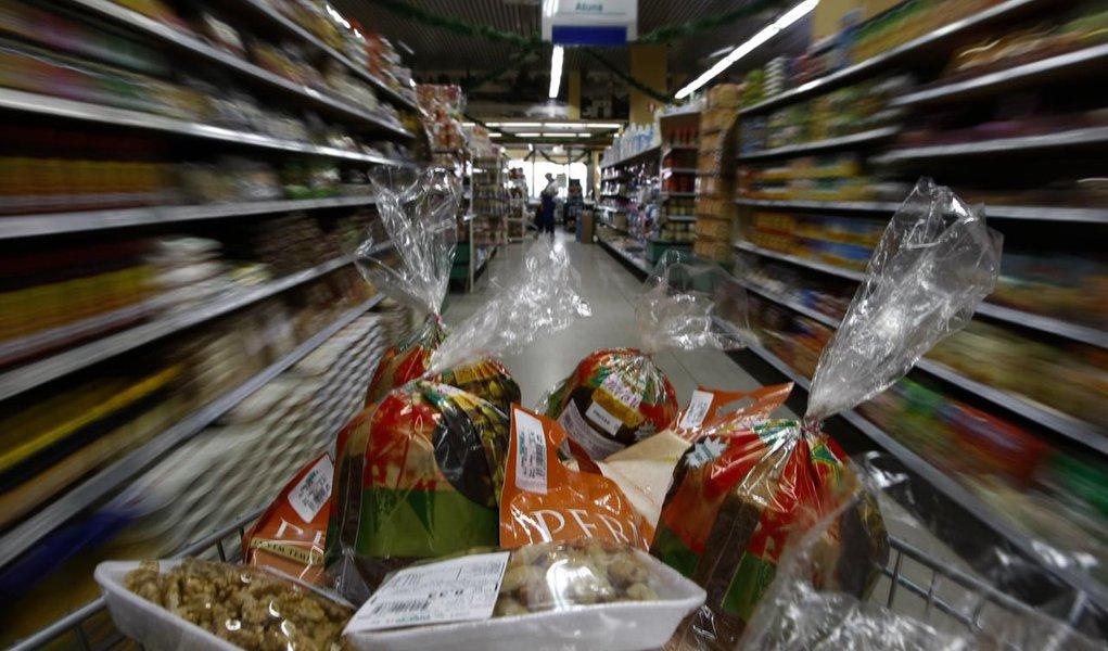 Inflação para família de baixa renda sobe 8,5% em 12 meses