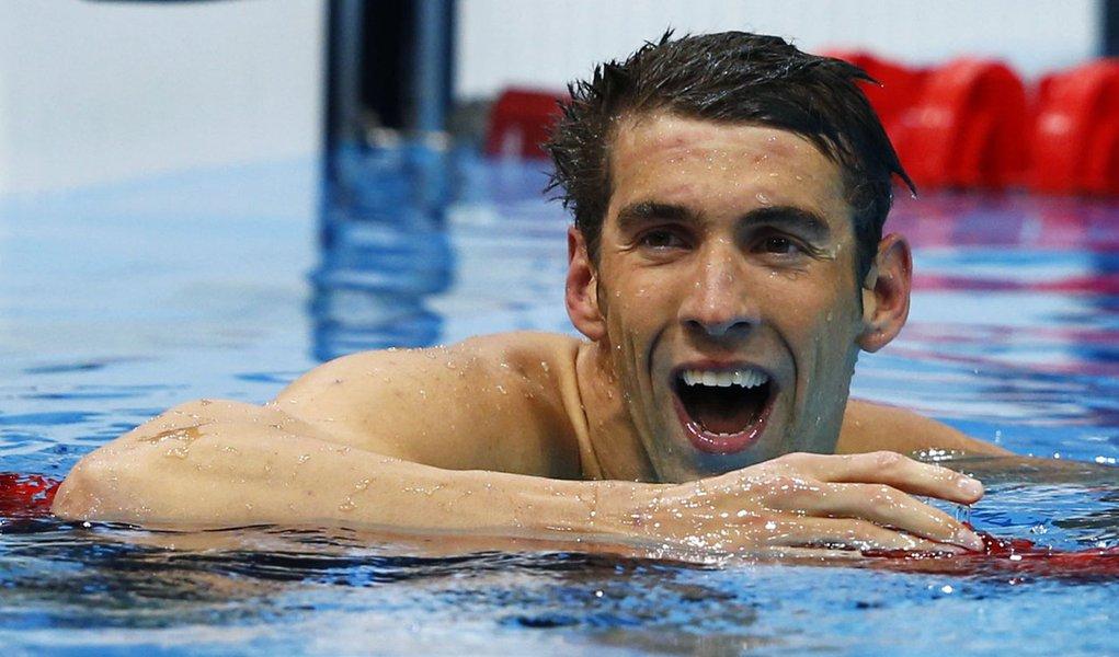 Phelps leva ouro no Twitter e no Facebook