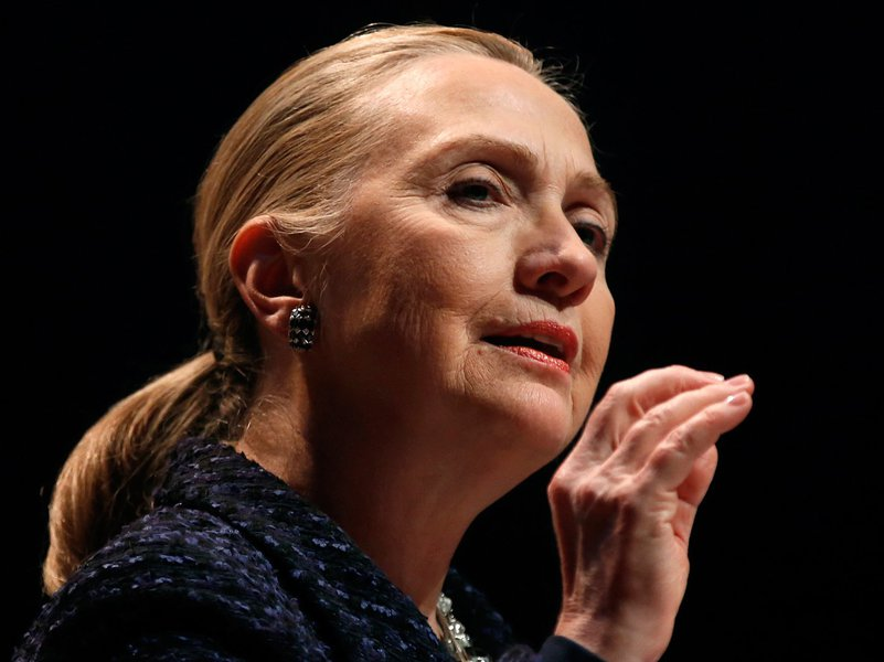 Hillary é hospitalizada com coágulo sanguíneo