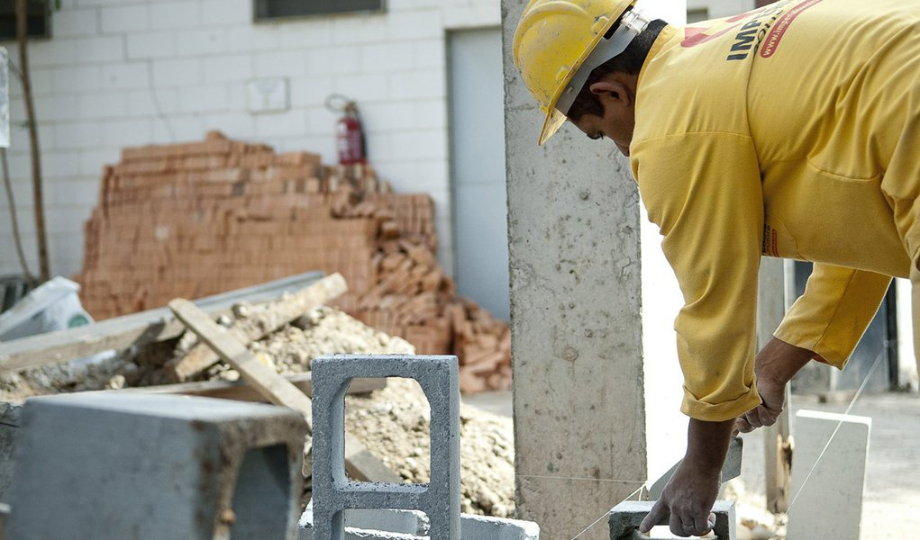 Depressão da era Temer faz construção civil fechar 14 mil vagas