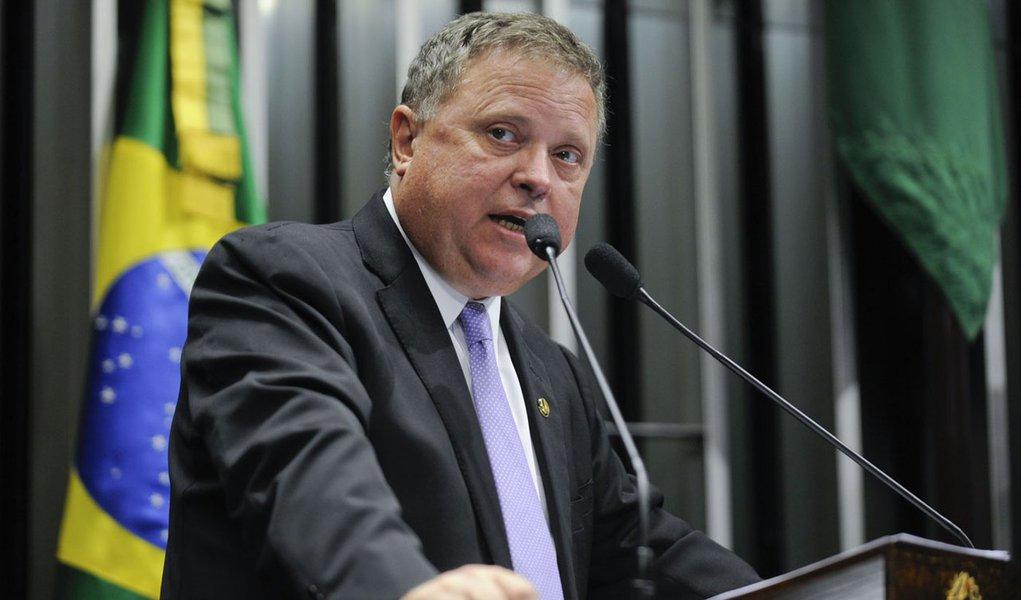 Senador Blairo Maggi (PSDB-MT) relata sua participação, juntamente com a presidente da República, Dilma Rousseff, na cerimônia de abertura da colheita da safra nacional 2013/2014, ocorrida na cidade de Lucas do Rio Verde, em Mato Grosso