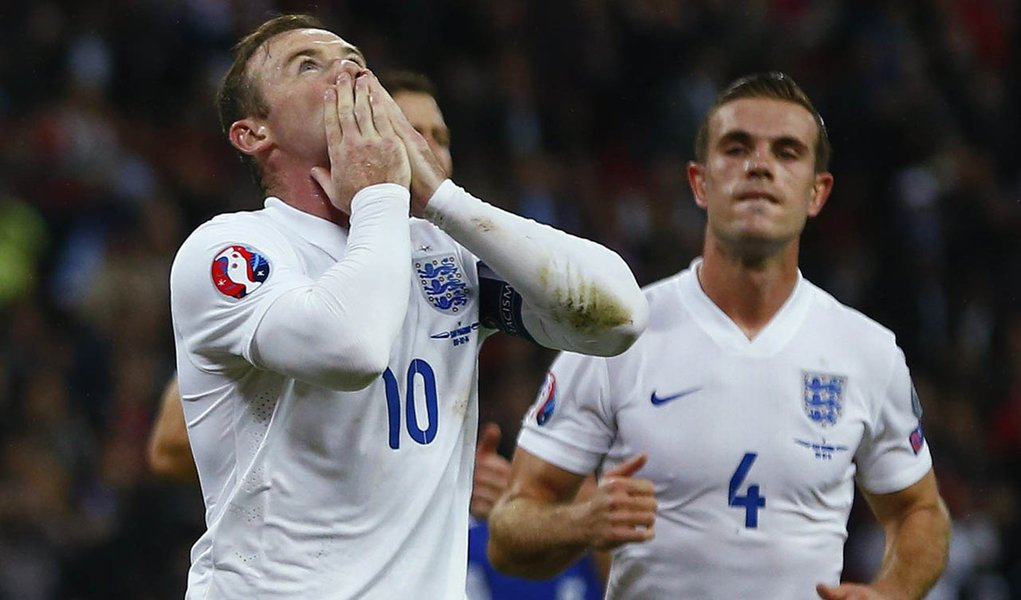 Wayne Rooney comemora gol da Inglaterra contra San Marino em Wembley.  REUTERS/Eddie Keogh