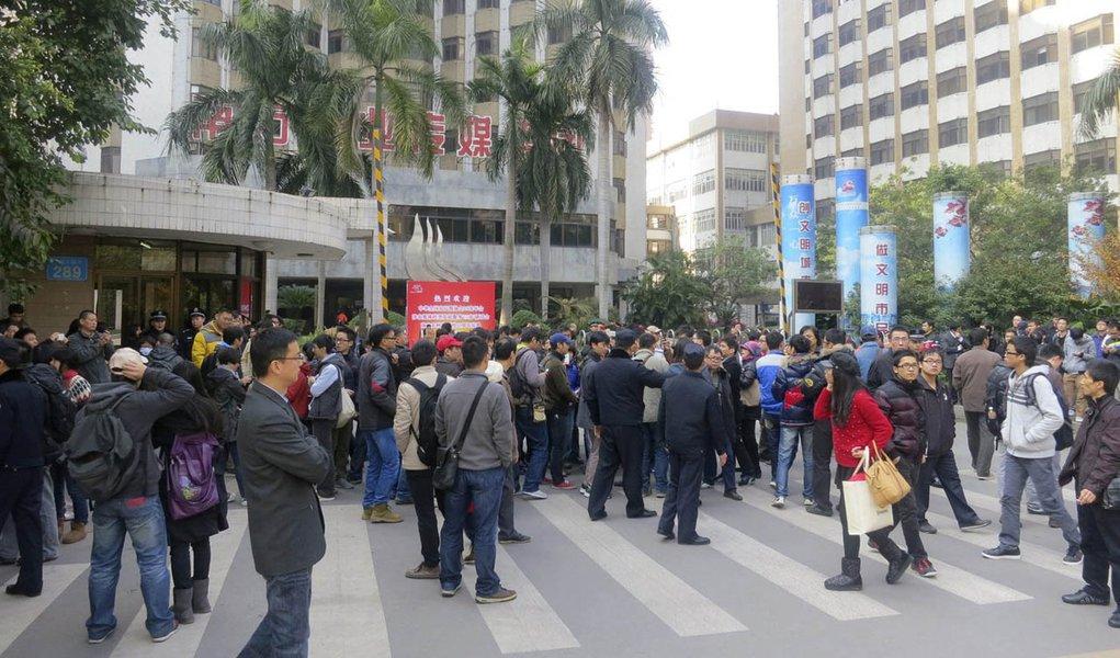 China tem raro protesto contra censura a jornal