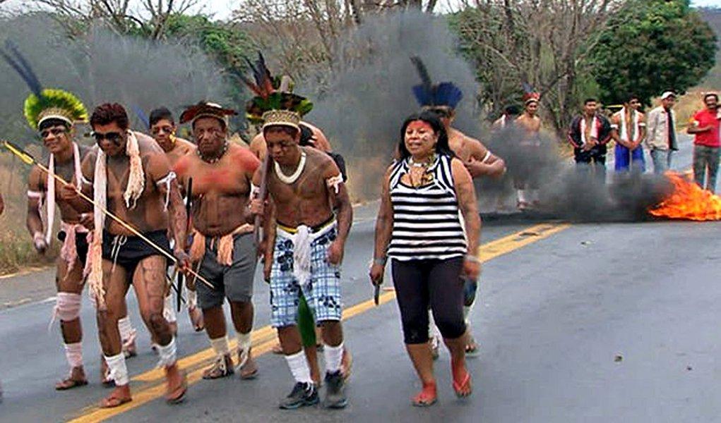 Índios bloqueiam rodovias no Mato Grosso