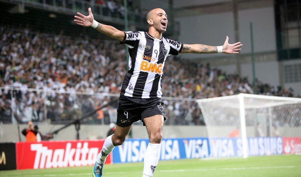 Galo goleia São Paulo e está nas quartas